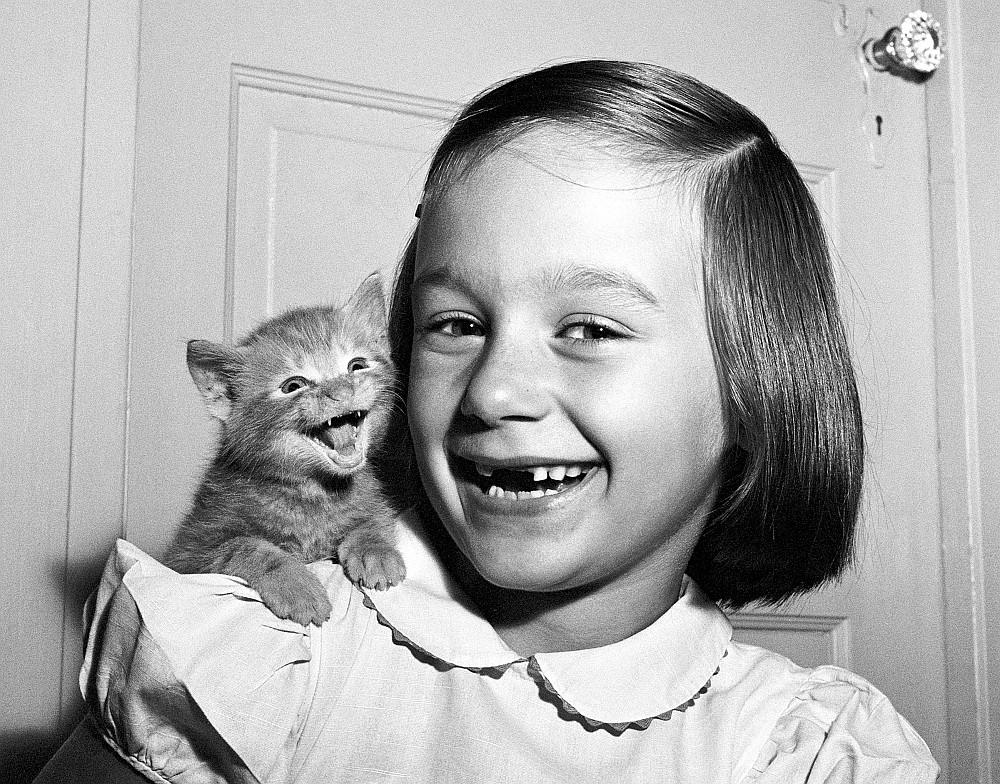 Paula mit Kätzchen